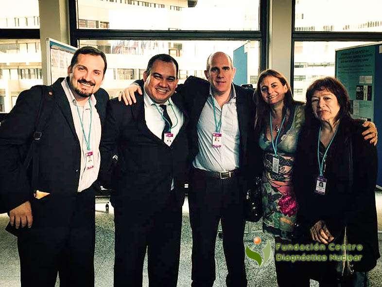 Los doctores Christian González, Gabriel Bruno y Mariela Agolti junto a colegas en el IPET-2015 organizado por la IAEA en Viena, Austria.