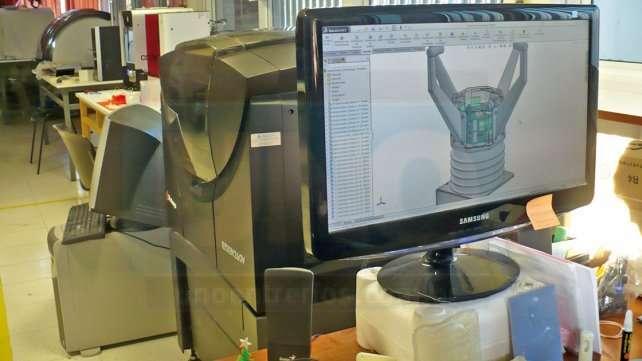 En el Laboratorio. A partir del diseño digital se imprimen objetos tridimensionales - Foto UNO / Daniel Caraffini