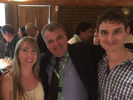Vanesa Sanz, Gustavo Sanchez, (presidente saliente de la Sociedad Argentina de Fisica Médica) y Francisco Funes