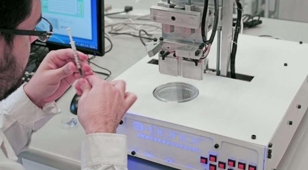 Crean en la Argentina una biompresora que podría usarse para hacer piel