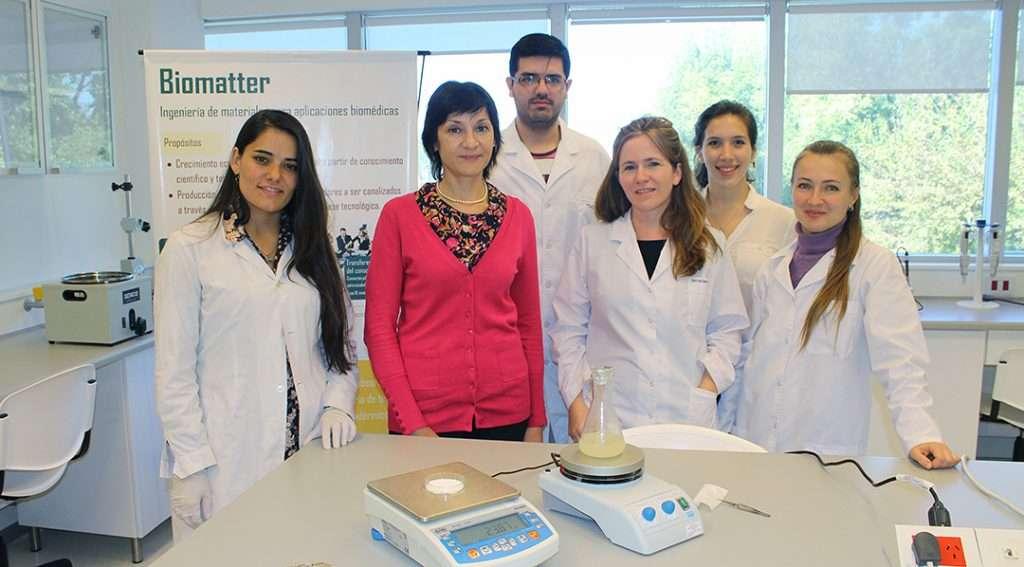 La investigadora Élida Hermida junto a su equipo en el Lab3Bio de la UNSAM