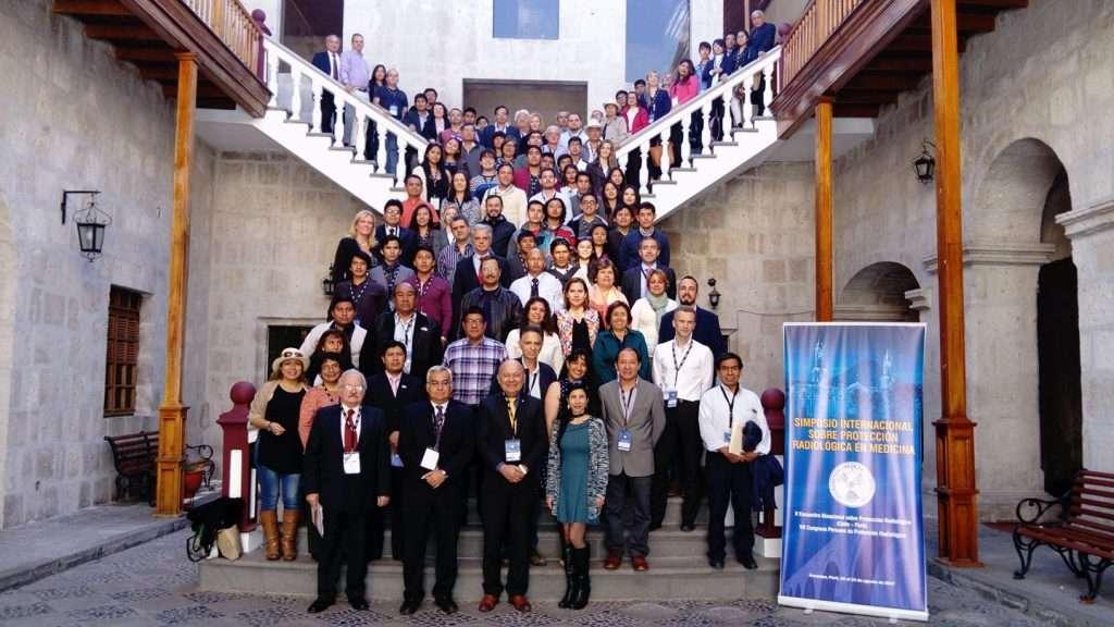 Lic. Vanesa M. Sanz y Mg. Maryangel Medina, Becarias de Física Médica de la Fundación Centro Diagnóstico Nuclear (FCDN) en el Simposio Internacional sobre Protección Radiológica en Medicina