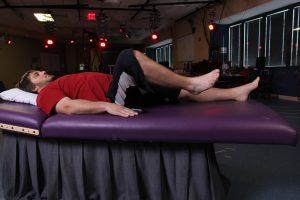 Kent Stephenson, uno de los pacientes paralizados y sometidos a la estimulación epidural, levanta su pierna voluntariamente. Fuente: UCLA.