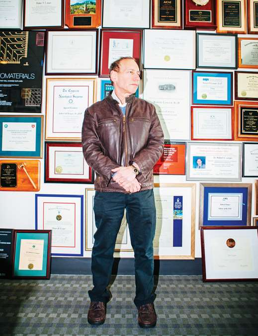 Como pionero de la administración dirigida de fármacos, Robert Langer ha ganado más de 220 grandes premios, incluyendo el Premio Reina Isabel 2015 de Ingeniería