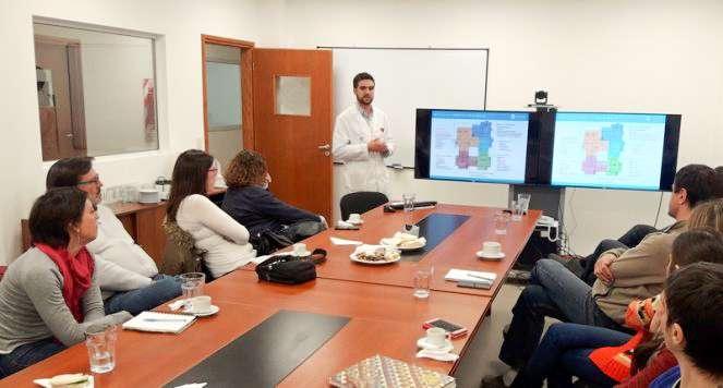 El físico médico Humberto Romano junto a los periodistas de Bariloche.