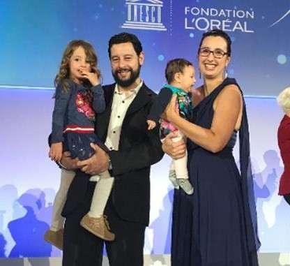 María Molina, junto a su marido y sus hijas. Foto: La Nación