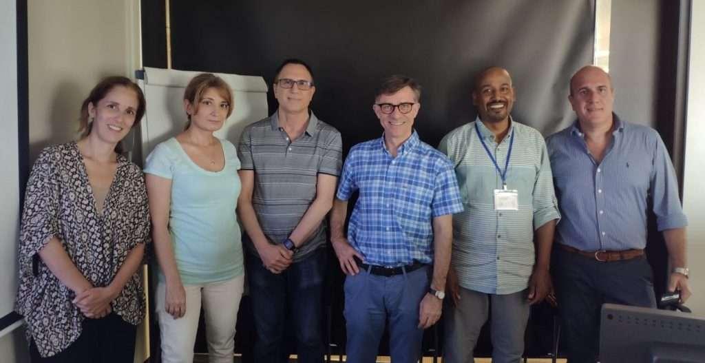 Christian González con Joan C. Vilanova, director del Curso, y colegas de Noruega, España, Rumania y Libano.